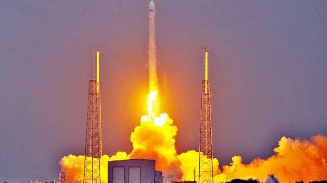 Türkmenistan'ın ilk uydusu ateşlendi