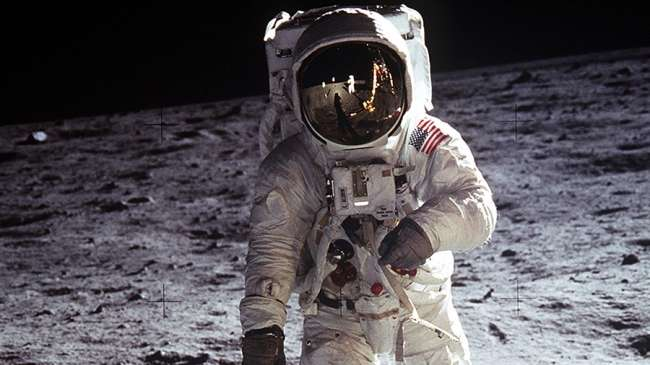 Ay'da yürüyen 12 astronot
