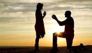 Evlilik teklifi heyecanına kalp atışları üzerinden tanık olun