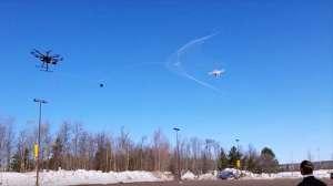"""Drone'ları ağ atarak yakalayan """"örümcek drone"""""""