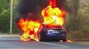 Tesla'nın S modeli test sürüşü sırasında alev aldı