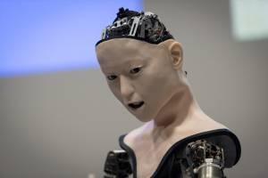 Yapay zekaya sahip robot sergilendi