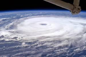 Uzaydan Çekilen 3 Ayrı Kasırga Videosu Yayınlandı