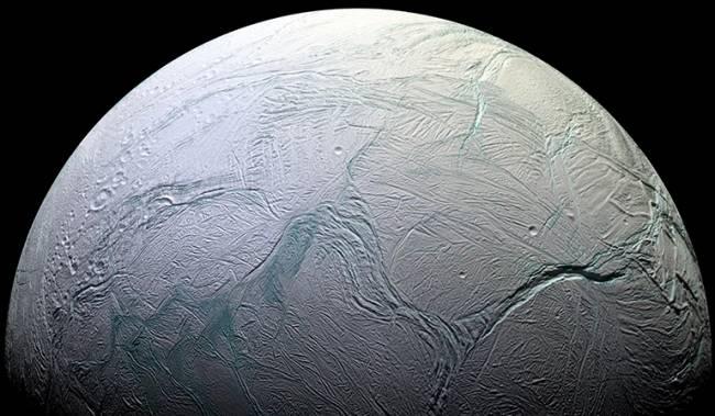 Satürn'ün Uydusu Enceladus'ta Canlılık için En Temel Bileşenler Bulundu